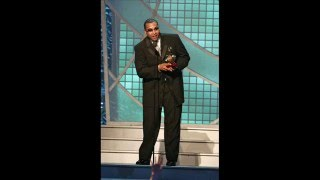 Watch Don Omar Bailando Sola video