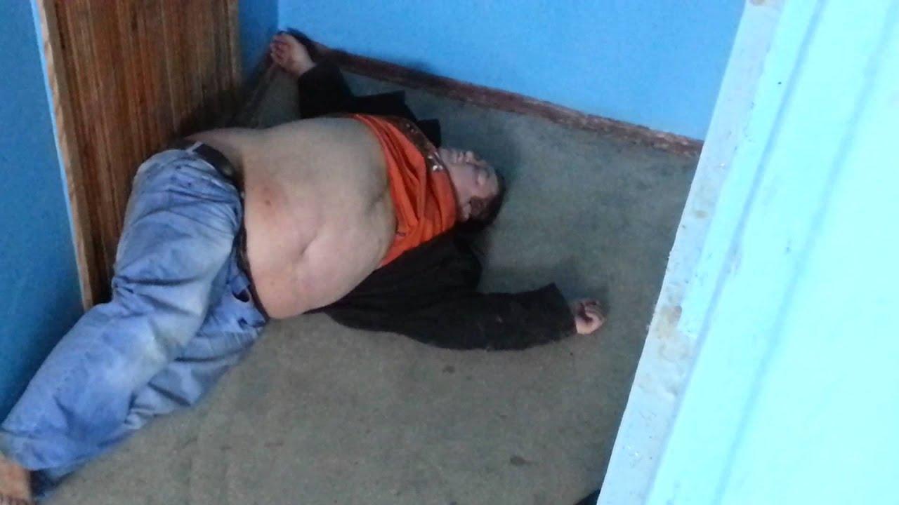 Пьяные бабы сосут в подъезде 18 фотография