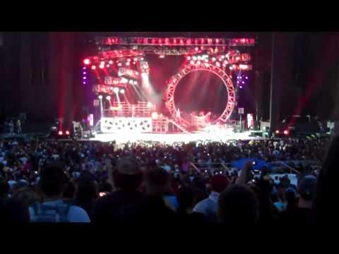 Kiss mötley crüe kick off 43 city tour give fans the treatment