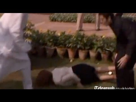 Julia Gillard falls over during India visit