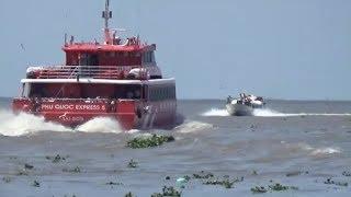 xem con tàu cao tốc mới đóng chạy tốc độ cao/speed boat