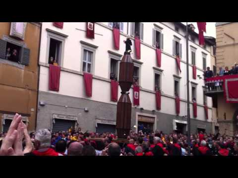 Three Saints on poles, running through an ancient Italian town!