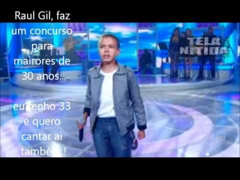 Jotta A. Arrebenta cantandoAgnus Day no Jovens talentos kids...