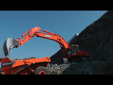 Doosan DX 520 loading Moxy MT41