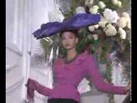 Christian Dior Fall 2009 Haute Couture Fashion Show (full)