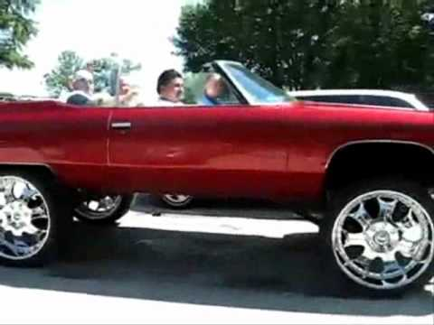 Bounce it up and down!!  (Lowriders & Ass Shaking)