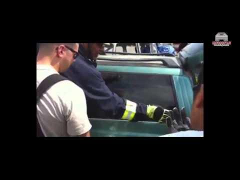 Как надо и НЕ надо разбивать стекло в автомобиле