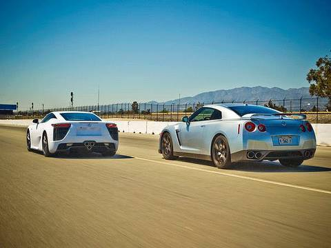 Drag Race: 2012 Lexus LFA vs 2010 Nissan GT-R