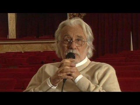 وفاة رجل المسرح الإيطالي الشهير لوكا رونكوني