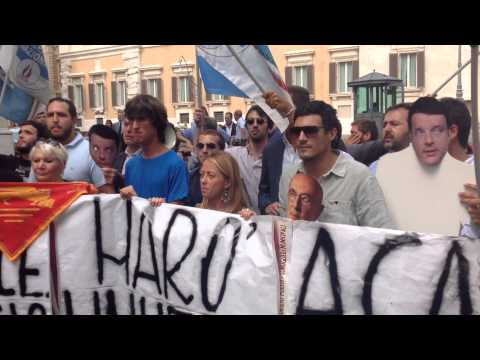 Manifestazione FdI-AN in piazza Montecitorio: marò liberi!