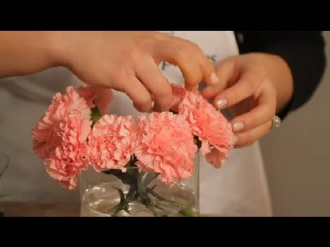 How to Make a Carnation Vase Arrangement : Flowers & Centerpieces