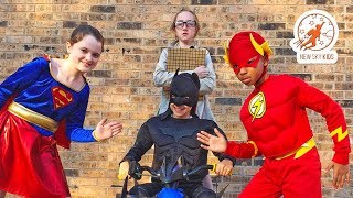 Little Superheroes 11 - The Inspector with Supergirl, Batman and the Flash