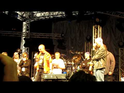 Steve Rothery curses! MW2011 Marillion Beat the Band - Andy Rotherham