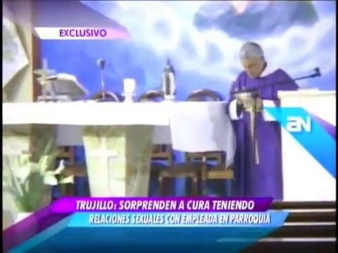 Padre cogiendo en la iglesia con la esposa graba