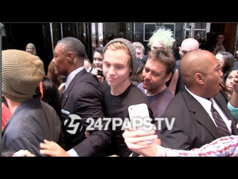 (New) (Exclusive) 5 Seconds of Summer Leaving Their Hotel in NYC 07-19-14