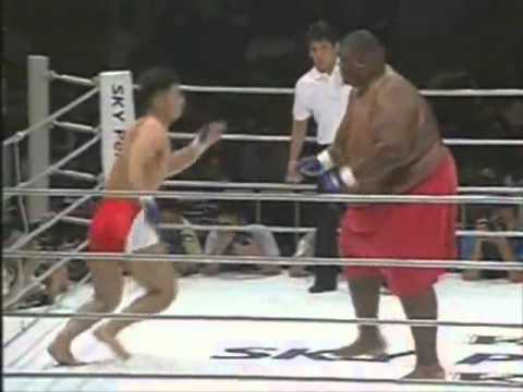 600lbs Sumo Vs. 169lbs MMA Fighter! (BOBBY THE BLUE DOES EXIST) @BOBBYTHEBLUE