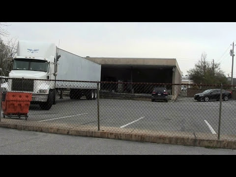 Truckers :  Backing a Tractor trailer in a tight spot