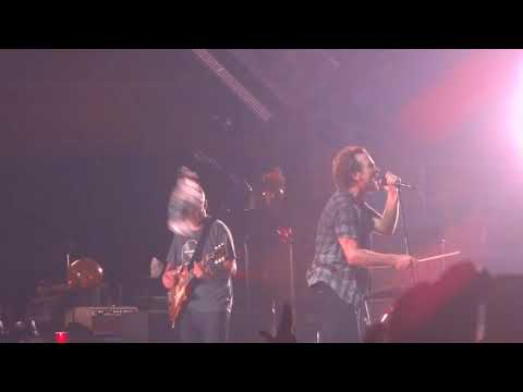 Pearl Jam-Can`t Deny me (live debut Chile)