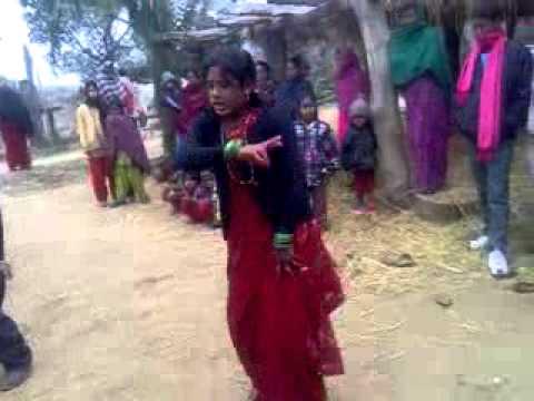 A women dancing in bihar.