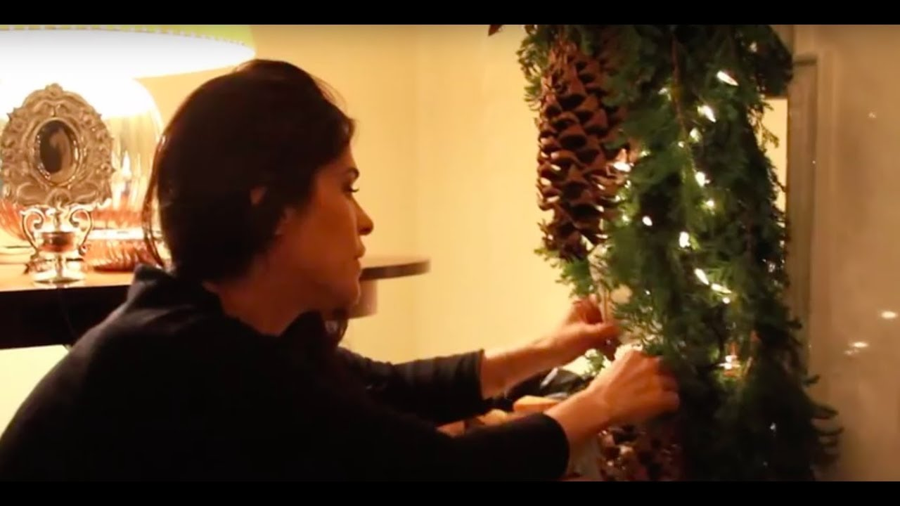Decoraci n navide a chimenea youtube - Como adornar una mesa para navidad ...