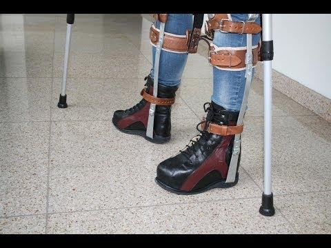 Leg braces with lifted heel boot