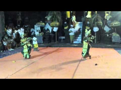Tari Legong Keraton condong Devi Dan Sukma Pada Piodalan Pura Ajk 100813 video