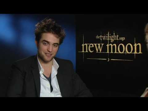 TWILIGHT on T4: Robert Pattinson chats to Steve Jones Video