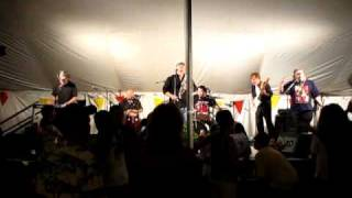 Watch Brave Combo Sixteen Tons video