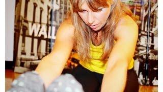 Play stretching arti inferiori quadricipiti polpacci for Workout esterno coscia