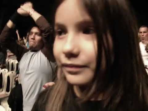 Cerati cuando salió a tocar su último tema en vivo