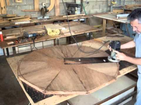 Mesa redonda en cu as round table made from wedged for Como hacer una mesa redonda de madera