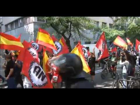 Antidisturbios evitan el enfrentamiento de antifascistas y ultras en Barcelona por la diada