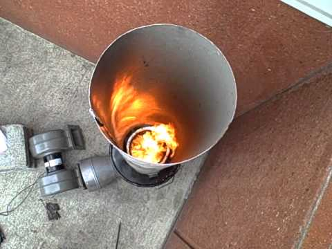 Biomass gasification experiment -- adding a chimney (part 11)
