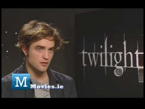 Robert Pattinson FUN Interview with TWILIGHT ECLIPSE star Edward Cullen