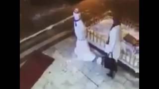 Durduk yere kardan adama tekme atan kadın