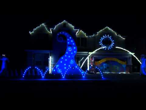 Skrillex New Year's Mix Christmas Light Show at the happyholidayhome HD Music Videos