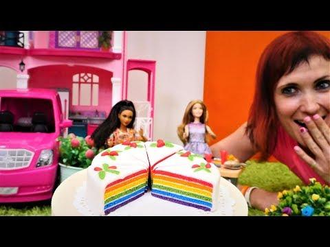 Куклы Барби и Маша капуки кануки устраивают пикник