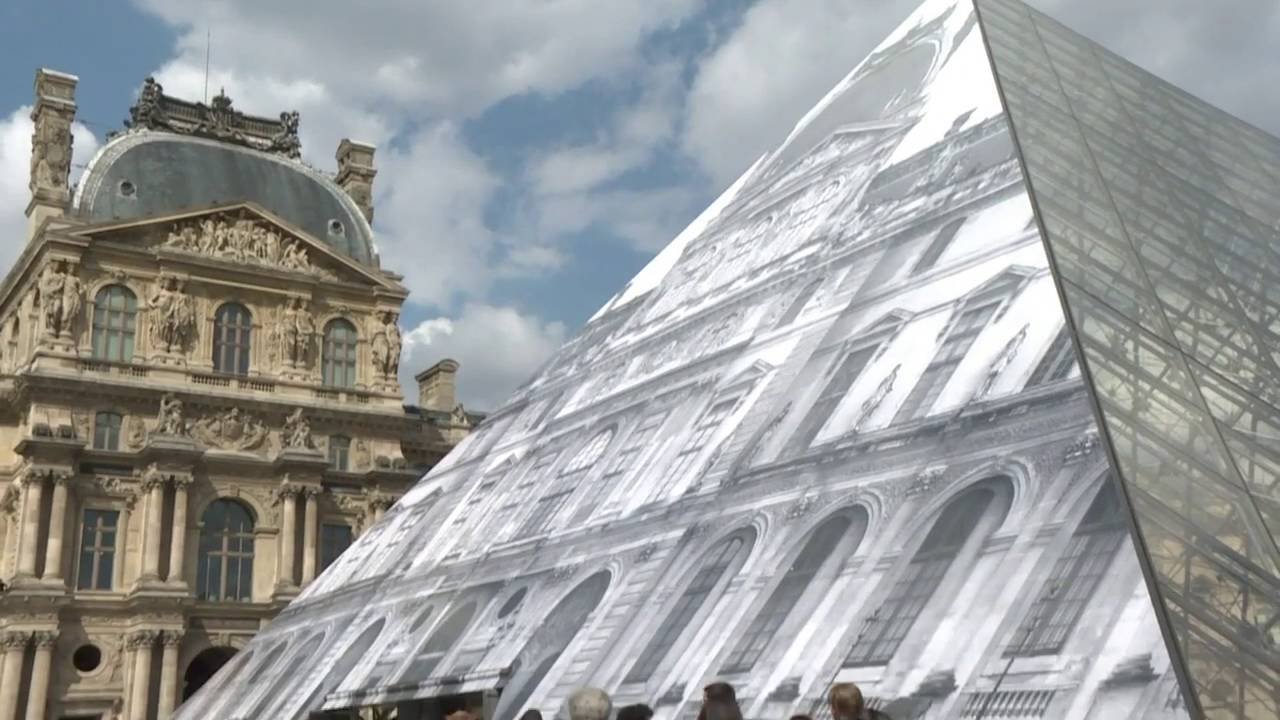 A Street Artist Has Made The Louvre Disappear