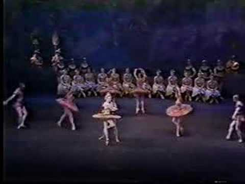 Pas de Quatre on the first part of act 1 of La Bayadére. The Royal Ballet. Featuring Darcy Bussell, Altinay Asymuratova, Irek Mukhamedov, Tetsuya Kuwakawa, A...