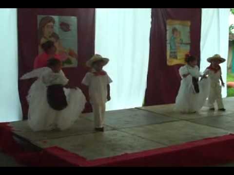 Tilingo lingo, niños de kinder bailando