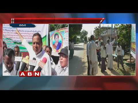 Vedira Village People Variety Protest Against CM KCR With Huge Banners | KarimNagar