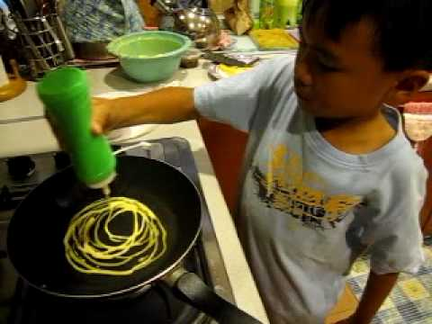 The little Heshmael chef! (Roti Jala video7)