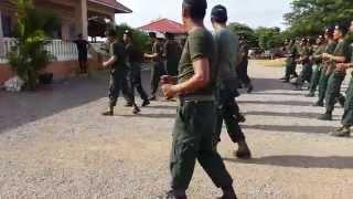 ក្បាច់រាំ សង្ហារៗ របស់ police khmer មិនបានមើលប្រយ័ត្តស្តាយក្រោយ