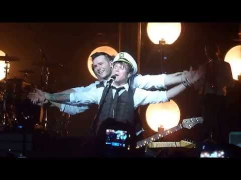 MCFLY- Dougie singing the Titanic theme tune -McFly Memory Lane Tour 2013 - HD