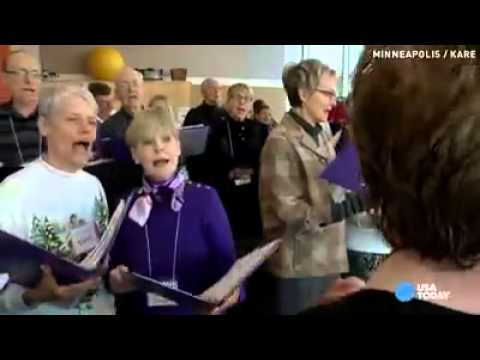 Choir of Alzheimer's patients sing tunes from memory