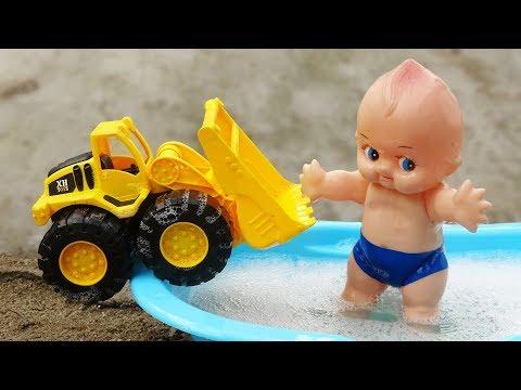 Ô tô tải, xe ủi cùng em bé đi tắm xà phòng - đồ chơi trẻ em B1180C Bé Cá