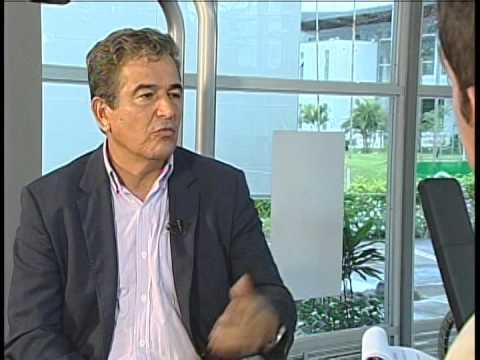 Jorge Luis Pinto y la ciencia del fútbol Producida por Alejandra Fernández B.
