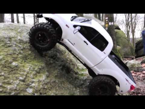 Toyota Tundra Rock Warrior (Axial SCX-10TR) - YouTube
