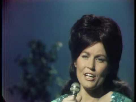 Loretta Lynn - If You Miss Heaven (you