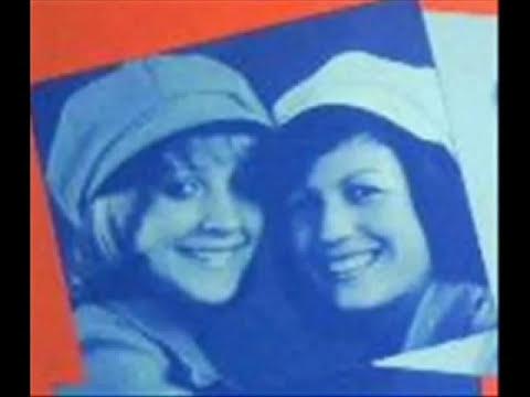 Morena y Clara, solitaria viajare.wmv